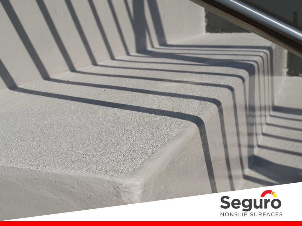 Aggregate coating on steps